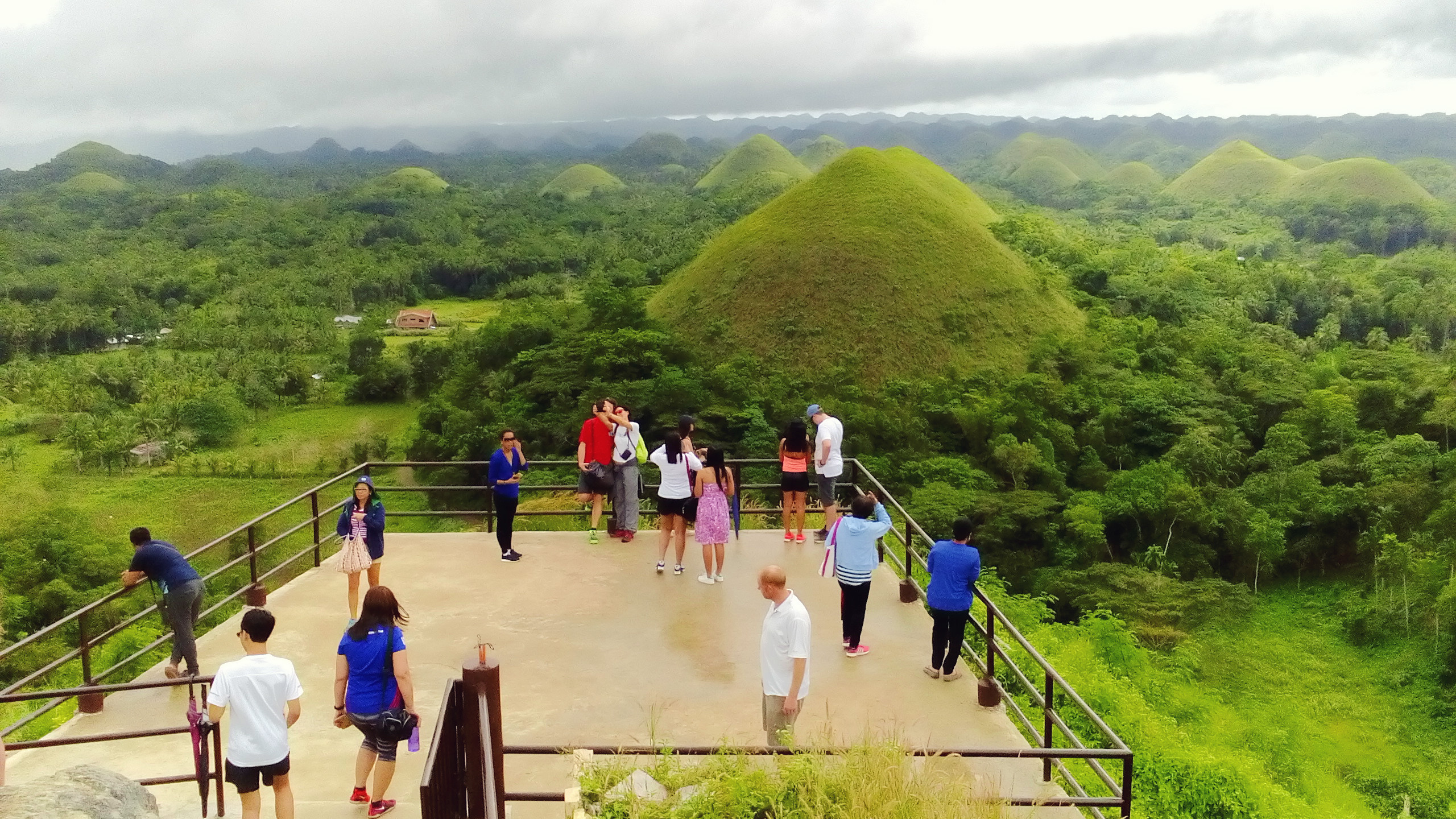 chocolate-hills-complex-view-deck